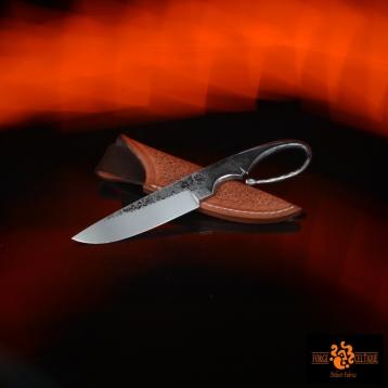 Couteau brut de forge Acier XC75 trempe sélective 60 hrc 80mm de tranchant pour un total de 175mm finition tiré en long étui en cuir naturel teinté --95eur--